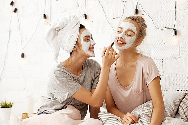 Μήπως αφαιρείς με τον λάθος τρόπο τη μάσκα προσώπου σου;