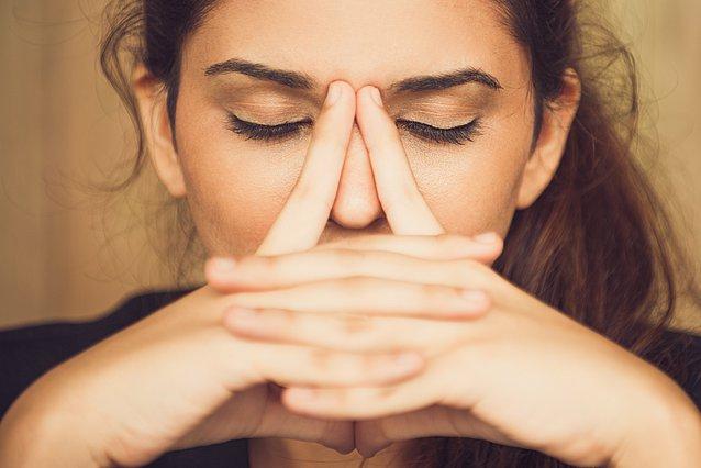 6 τρόποι με τους οποίους το δέρμα σου αντικατοπτρίζει το άγχος σου