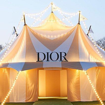 Christian Dior: Δε φαντάζεσαι πού πραγματοποιήθηκε η επίδειξη του διάσημου οίκου