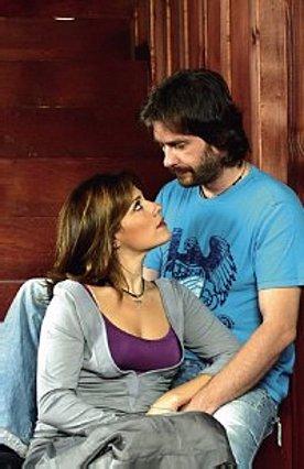 Μ. Τουμασάτου - Αλ. Σταύρου:  Έρωτας, πάθος και βέρα στο δεξί !