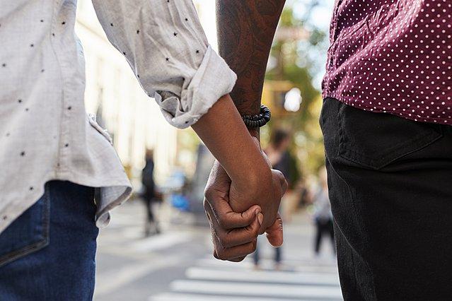 5 ρομαντικές χειρονομίες που θα κάνουν τη σχέση σου πιο δυνατή από ποτέ