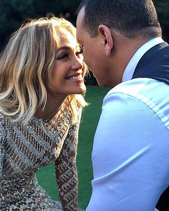 Jennifer Lopez: Τα τρυφερά λόγια για την επέτειο δύο χρόνων με τον Alex Rodriguez [photos]
