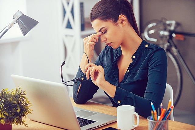 Τι συμβαίνει στο σώμα σου όταν αγχώνεσαι και πιέζεσαι υπερβολικά στη δουλειά σου