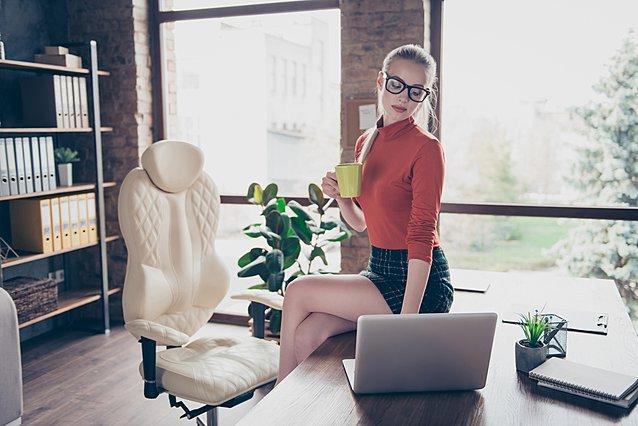 Τι σχέση έχει το προκλητικό ντύσιμο με την επαγγελματική επιτυχία;