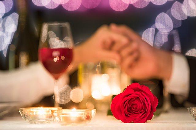 4 μυστικά για να απολαύσεις την πιο ερωτική μέρα του χρόνου με τον αγαπημένο σου