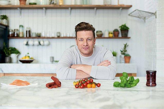 Ο Jamie Oliver μοιράζεται το απόλυτο tip για τις πιπεριές που έχουν περισσέψει