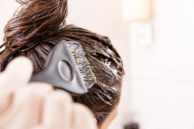 Πώς να αφαιρέσεις λεκέδες από βαφή μαλλιών από το δέρμα και το πρόσωπό σου