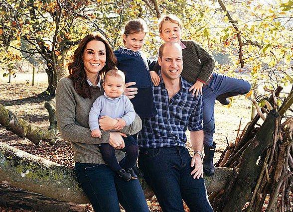 Βόλτες στο πάρκο για την Kate, με αθλητικό look και τον Louis στο καρότσι [photos & videos]