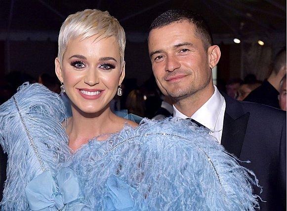 Κατακόκκινος αρραβώνας για Katy Perry και Orlando Bloom: Τέτοιο δαχτυλίδι δεν έχουμε ξαναδεί [photos]