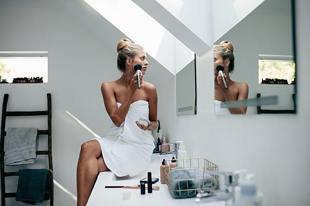 Είσαι αρχάρια στο μακιγιάζ; Μάθε πώς να εφαρμόσεις σωστά το foundation