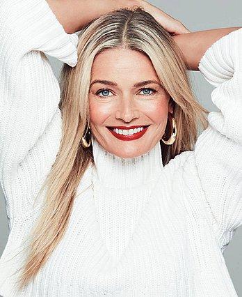 Paulina Porizkova: Το 53χρονο μοντέλο είναι γιαγιά και, ναι, ποζάρει σχεδόν γυμνή για το Sports Illustrated