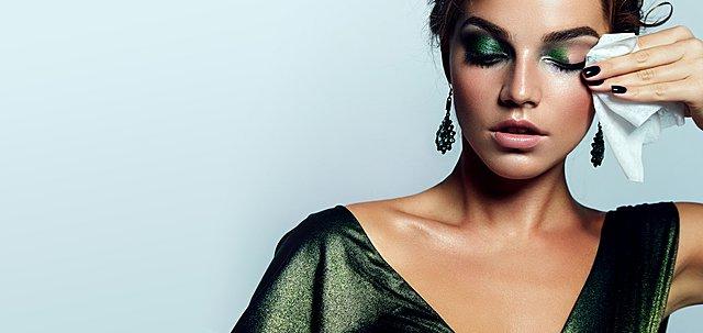 Πώς να αφαιρέσεις το βαρύ αποκριάτικο μακιγιάζ από το σώμα και το πρόσωπο σου