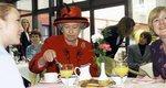 Ποια είναι τα αγαπημένα φαγητά της βασίλισσας Ελισάβετ -Tι σιχαίνεται και σε ποια λιχουδιά δεν μπορεί να αντισταθεί