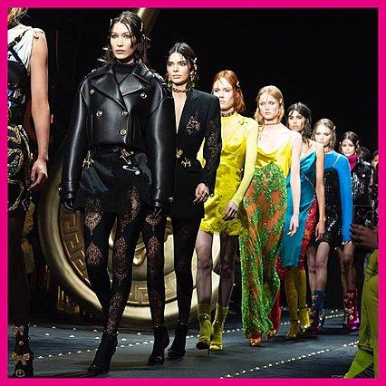 Εμβληματικό μοντέλο από τα 90s περπάτησε ξανά στην πασαρέλα για λογαριασμό του οίκου Versace [photos]