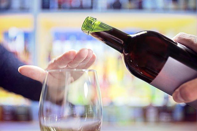 Τι θα συμβεί στο σώμα σου αν κόψεις τελείως το αλκοόλ για 4 εβδομάδες