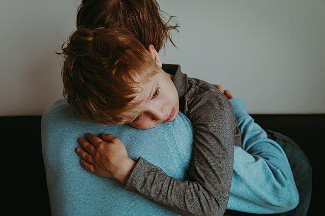 Πώς θα καταλάβω ότι το παιδί μου υποφέρει από άγχος και τι να κάνω;