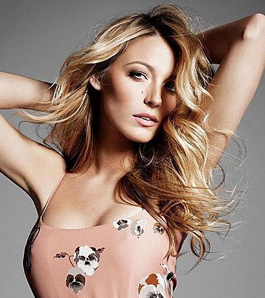 Blake Lively: Δες την με σοκαριστικά κοντά μαλλιά
