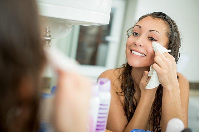 Μπορούν τα μαντηλάκια ντεμακιγιάζ να αντικαταστήσουν το καθαριστικό προσώπου;