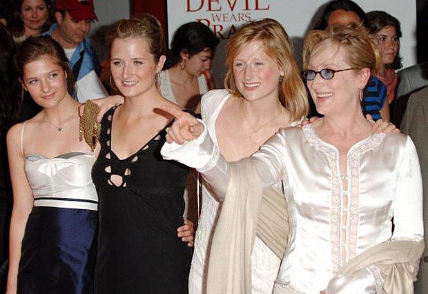 <p>Η Meryl Streep έχει τέσσερα παιδιά. Στη φωτογραφία τη βλέπουμε με τις τρεις κόρες της το 2006</p>