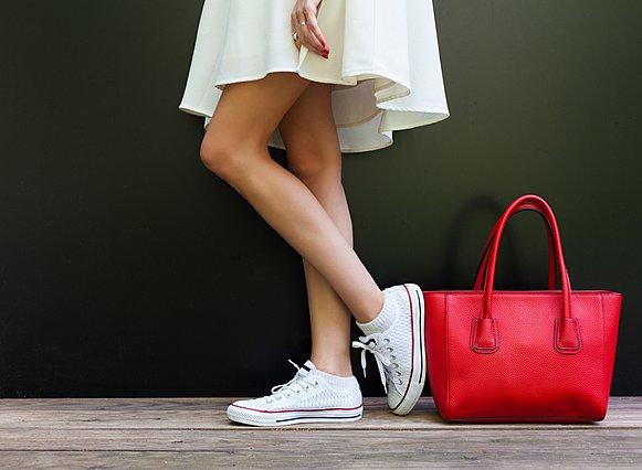 Πώς να καθαρίσεις τα λευκά sneakers σου εύκολα και γρήγορα