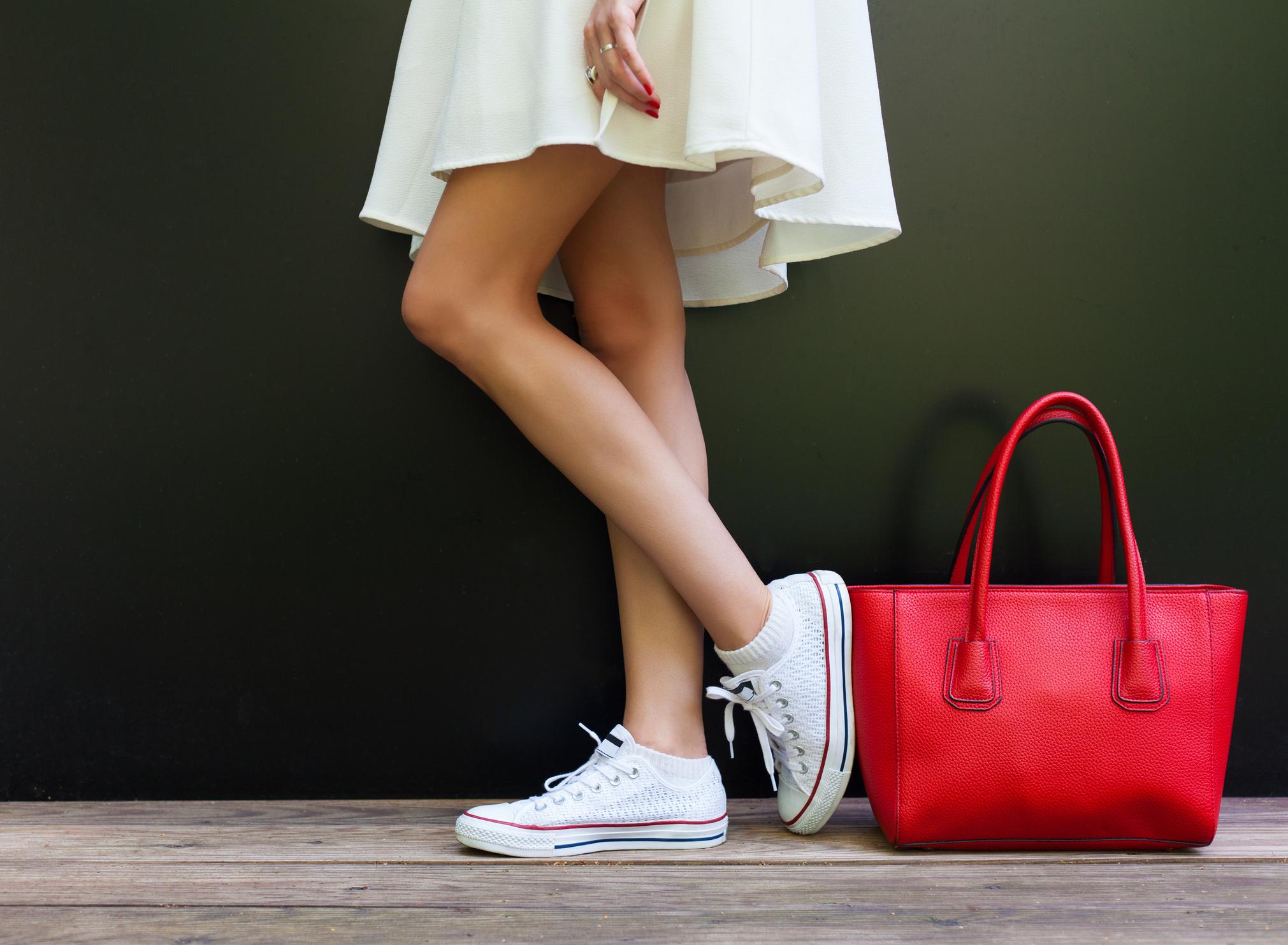 a1243dd4b0a8 Πώς να καθαρίσεις τα λευκά sneakers σου εύκολα και γρήγορα