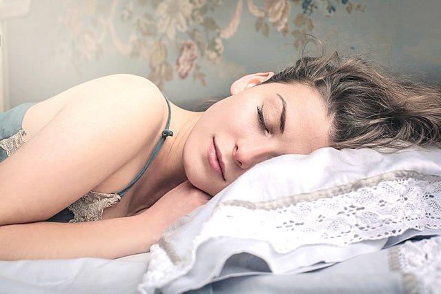 5 τρόποι με τους οποίους μπορείς να χάνεις βάρος ακόμη και όταν κοιμάσαι