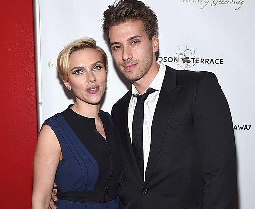<p>Σε περίπτωση που δεν το γνώριζες, η Scarlett Johansson έχει έναν δίδυμο αδελφό, τον οποίο λατρεύει, τον Hunter. (Photo by Gary Gershoff/WireImage/ideal Image)</p>