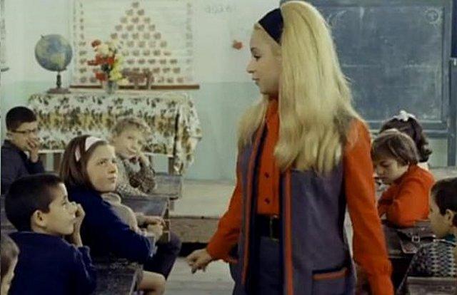 «Η Δασκάλα με τα ξανθά μαλλιά»: Oι μαθητές σήμερα, τα χρήματα που πήραν, η Αλίκη και ο τσακωμός με τους δασκάλους! [Βίντεο]