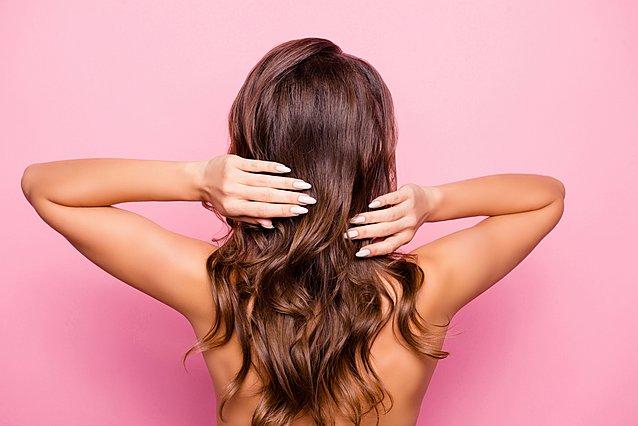 Θέλεις να μεγαλώσουν γρηγορότερα τα μαλλιά σου; Αυτά είναι τα συστατικά των σαμπουάν που θα πρέπει να αποφύγεις
