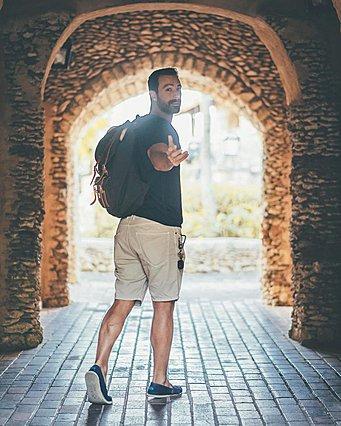 Ο Σάκης Τανιμανίδης στα γόνατα της μαμάς του όπως δεν τον έχεις ξαναδεί [photo]
