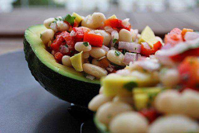 Φασόλια με αβοκάντο: Η εναλλακτική σαλάτα που θα σε ενθουσιάσει