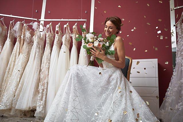 Παντρεύεσαι; Το νέο trend θέλει το νυφικό να είναι... μεταχειρισμένο - Ιδού γιατί