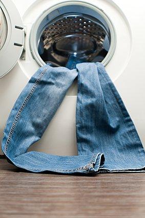 Πλένεις το τζιν σου στο πλυντήριο; Μάλλον πρέπει να σταματήσεις