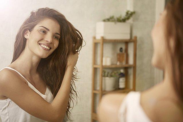 Έχεις λεπτά μαλλιά; Δες πώς μπορείς να τους δώσεις όγκο