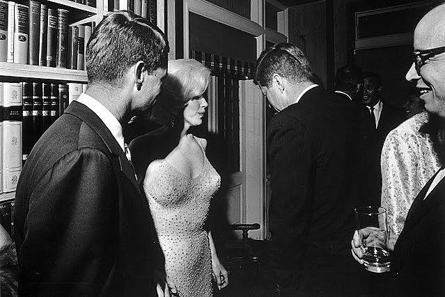 Marilyn Monroe: Η ιστορία πίσω από την ιστορική φωτογραφία της  με τον John F. Kennedy