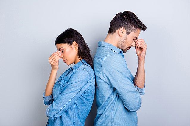 4 σημάδια που δείχνουν ότι έχεις θέματα εμπιστοσύνης με τον σύντροφό σου και πώς να τα αντιμετωπίσεις