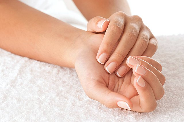 6 τρόποι για να κάνεις τα νύχια σου πιο δυνατά