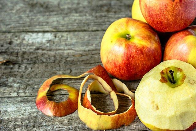 Καθαρίζεις μήλα; 5 έξυπνοι τρόποι για να χρησιμοποιήσεις τη φλούδα