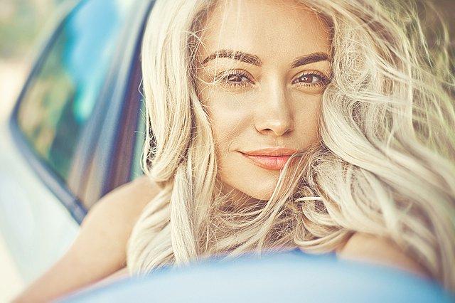 Μια καθημερινή συνήθεια που αν κόψεις θα κάνεις μεγάλη χάρη στα μαλλιά σου