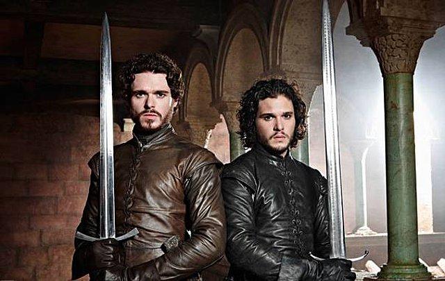 Game of Thrones: Ο  βασιλιάς  μοιράζεται μια σπάνια φωτογραφία και κάποιον δεν αναγνωρίζουμε με τίποτα!