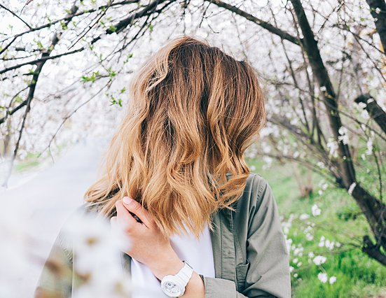 Ηλεκτρίζονται τα μαλλιά σου; 6 λύσεις για να...  σωθείς