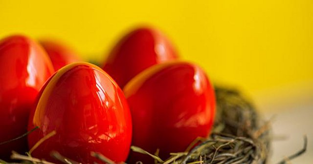 Τι βρίσκεται πίσω από το έθιμο των «κόκκινων αυγών»;