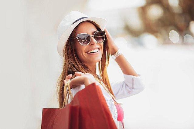 Αυτά είναι τα 6 ζώδια που λατρεύουν το shopping therapy