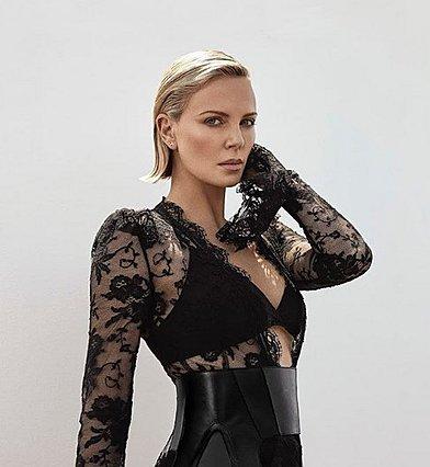 Η Charlize Theron έκανε μια αναπάντεχη αλλαγή και έγινε αγνώριστη