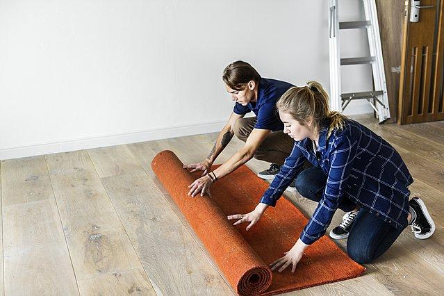 Μαζεύεις τα χαλιά του σπιτιού σου; Αυτός είναι ο τρόπος να το κάνεις σωστά