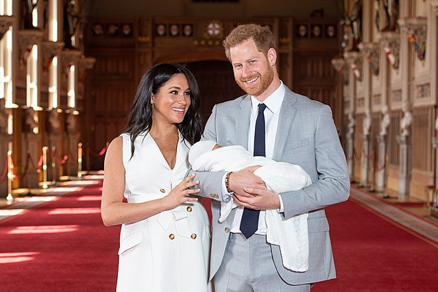 Ο William, η Kate, o Κάρολος και η Καμίλα γνώρισαν τον μικρό Archie, όμως... κάτι δεν πάει καλά!