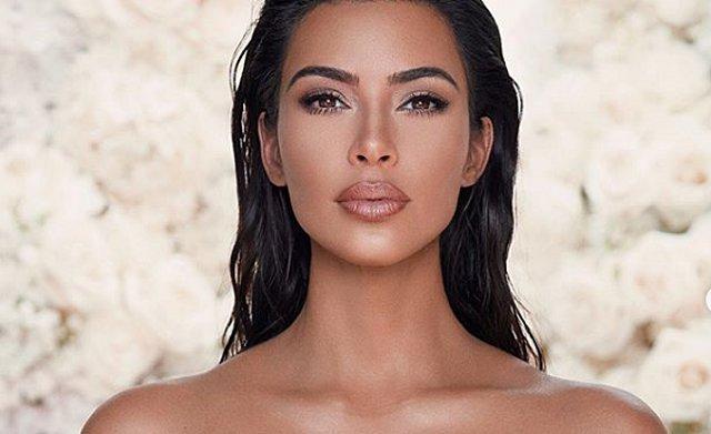 H Kim Kardashian μοιράζεται την πρώτη φωτογραφία του νεογέννητου γιου της και μας αποκαλύπτει το όνομα του! [Photo]