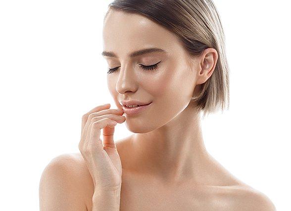 Πώς να φτιάξεις το δικό σου face mist, ό,τι τύπο δέρματος κι έχεις