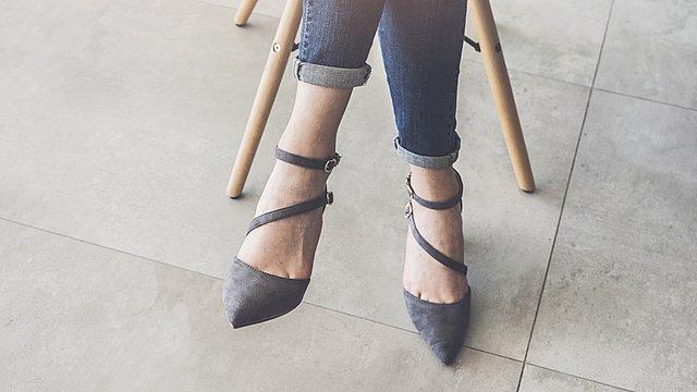 Ο πιο γρήγορος και εύκολος τρόπος να καθαρίσεις τα σουέντ παπούτσια σου