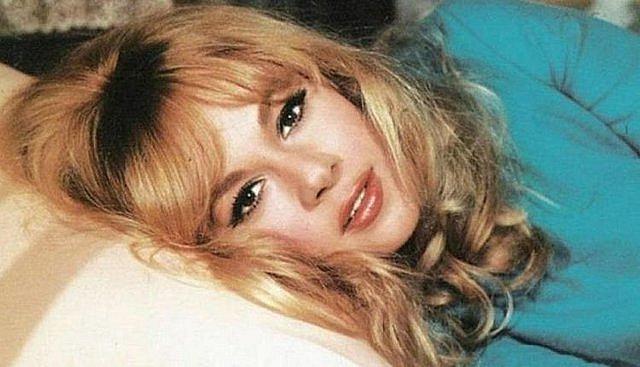 Αλίκη Βουγιουκλάκη - 1967: Όταν η εθνική μας Star έγινε κούκλα σπάζοντας ρεκόρ πωλήσεων! [Φωτογραφία]